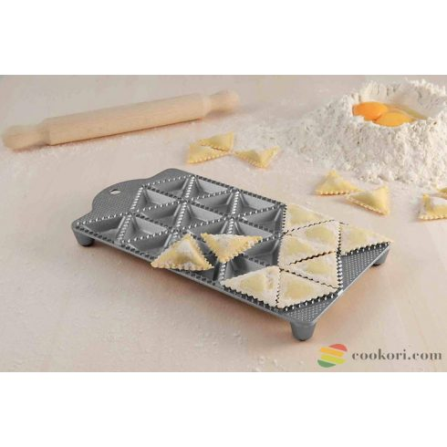 Eppicotispai Aluminium ravioli maker 24 triang. holes 50mm with rolling pin